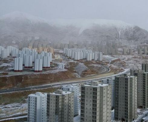 پردیس برجهای ۸۹ متری در منطقه کوهستانی فاز11