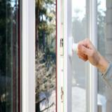 تعویض و تعمیر پنجره دوجداره و انواع توری پنجره