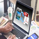 کار اینترنتی با موبایل و کامپوتر